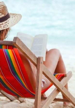 Cărţi de citit şi iubit la plajă