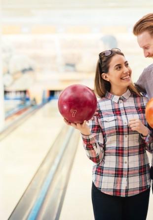De ce sala de bowling e locul perfect pentru prima întâlnire