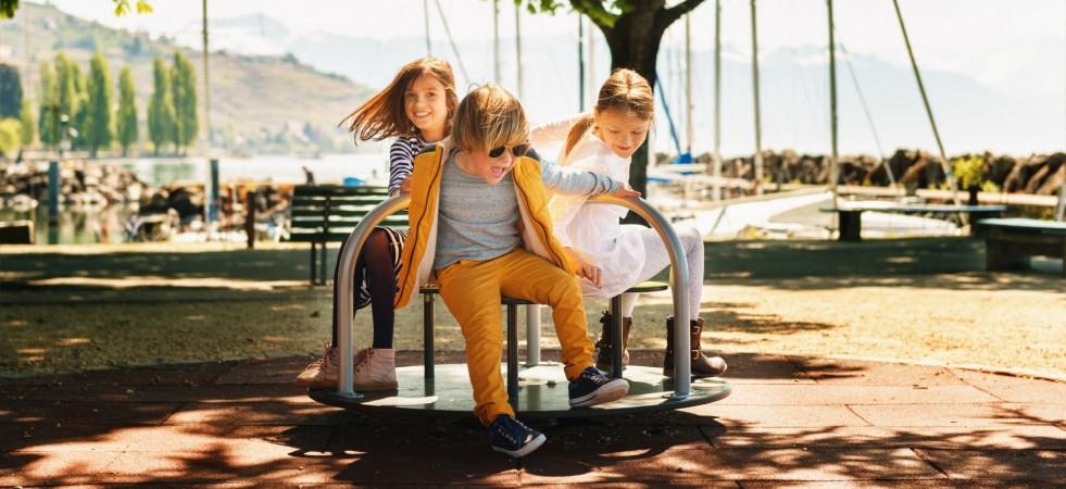 Copiii se îmbracă de vară dintr-un loc cool!
