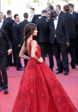CANNES FILM FESTIVAL: Ținute care pot fi purtate și dincolo de covorul roșu by Cristina Bazavan