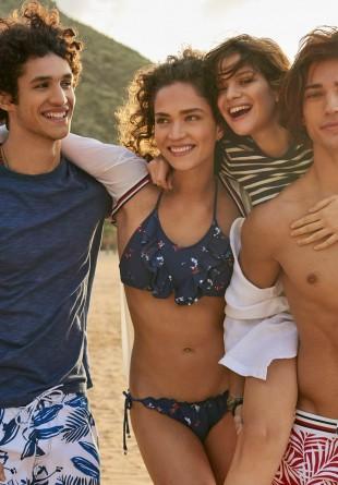 SUMMER STYLE: O zi la plajă cu Tommy Hilfiger