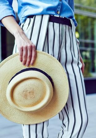GHID DE STIL: Cum purtăm patalonii cu dungi