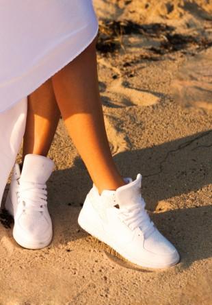 Moduri stilate în care să porți... pantofii sport albi