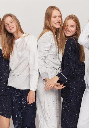 Cu fetele, la petrecerea în pijamale