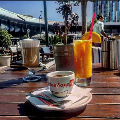Hello, Sunday! ☀️☀️☀️ #trickshotro #promenadaro #weekend #vibe #terrace #ontherooftop #pepromenada #sunny #summer #live #happilly #illy #skyview
