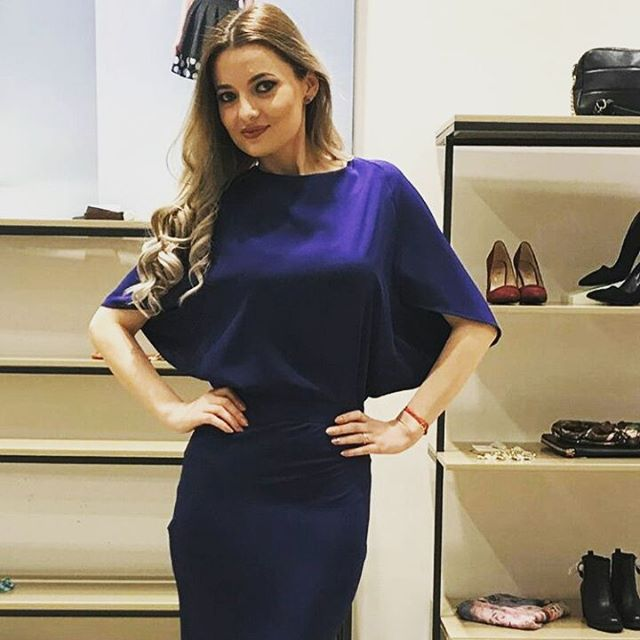 In love with this midnight blue dress @brise.modernist.versatile #PromenadaRo  #fashionpost #instastyle #fblogger #lookbook #fashionlover #outfitoftheday #ootdshare #lookoftheday #mylook #fashionable #currentlywearing #fashionblog #todaysoutfit #fashionstyle #todayimwearing #fashiongram #whatiworetoday #wiwt #ig_bucharest