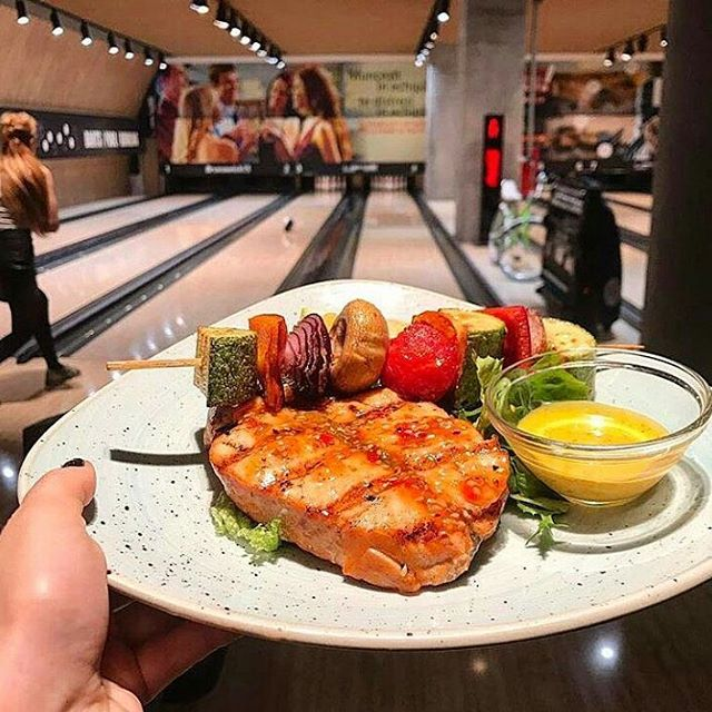 Dinner for the winner. @trickshotpromenada #PromenadaRo  #fun #bowling  #sports #lifestyleblog #lifestyle #liveauthentic #foodbeast #eeeeeats #eatfamous #feedfeed #dailyfoodfeed #onthetable #lifeandthyme #tastingtable #huffposttaste #heresmyfood #buzzfeast #eattheworld #eater #rslove #foodandwine #foodblogfeed #ig_romania #ig_bucharest #bucharest