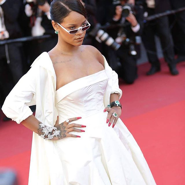 Riri @festivaldecannes @rihanna What do you think about her outfit? #CannesLifestyle  #PromenadaRo