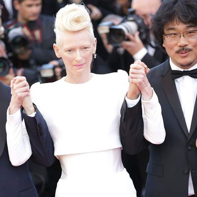 Gorgeous @Tilda.Swinton on 3rd day of @festivaldecannes 2017 ❤ #Cannes2017 #CannesLifestyle #PromenadaRo #exclusivephoto #cannes #cannesfilmfestival #fashionpost #instastyle #fblogger #lookbook #fashionlover #lookoftheday #fashionable#fashionblog #fashionstyle #fashiongram #ig_bucharest #ig_romania