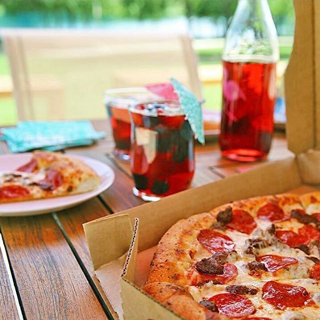 Enjoy a slice of summer @pizzahut #PromenadaRo  #liveauthentic #foodbeast #eeeeeats #eatfamous #feedfeed #dailyfoodfeed #onthetable #lifeandthyme #tastingtable #huffposttaste #heresmyfood #buzzfeast #eattheworld #eater #rslove #foodandwine #foodblogfeed #ig_romania #ig_bucharest #streetfood #bucharest