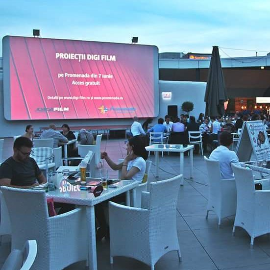 Our outdoor cinema it's on weekly with the best movies powered by @digitvro . Check the complet schedule on promenada.ro #PromenadaRo  #movietime #urban #garden #open #outdoor #cinema #filmscreening #actionmovie #comedy #movie #movienight #ontopoftheworld  #ig_bucharest #styleblogger #bucharest #bucharestmyhome #buchareststyle