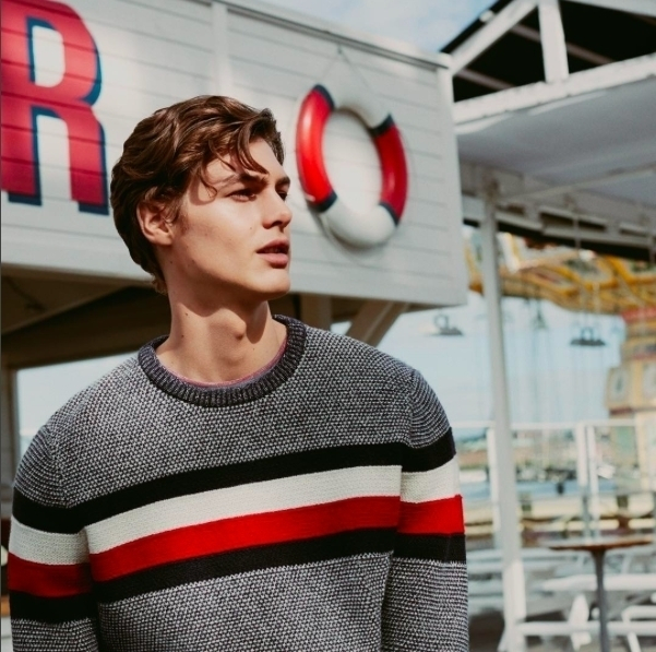 The new collection for him is here. Get him an awesome sweather with heather grays and fiery reds from @tommyhilfiger. #menfashion #tommyhilfiger #forhim #sweather #backtoschool #autumn #comfy #fashion #stylishman #instadaily #picoftheday #hot #latestcollection #mencollection #fashionstore #fashionbrand #clothes #red #gray #sexy #handsome #shopping #shopnow #coupleshopping #gift #present #perfectforyourman #promenada #mall #promenadamall
