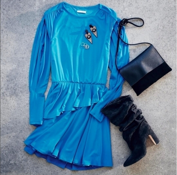 Here's the outfit of the day from @hm. Electric blue is the season's favorite color. #electricblue #hm #inspiration #outfitoftheday #dress #velurboots #electricbootsdress #accessories #igfashion #fashionista #promenadamall #cool #newseason #newarrivals #amazing #instafashion #clothesbrand #womenfashion #shopping #shopnow #redlook #accessories #outfitideas #fortheseason #hmstyle #trending